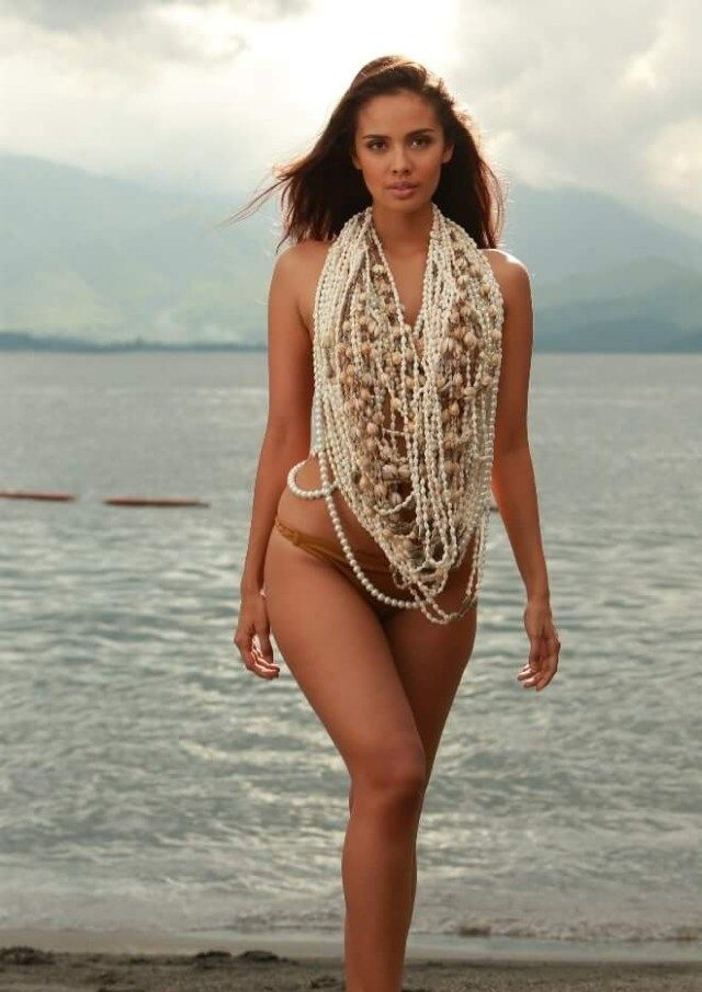 Megan Young Sexiest Pictures (39 Photos)