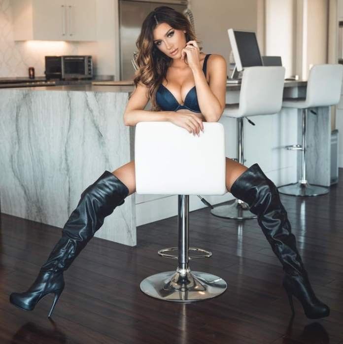 Molly Eskam Hottest Pictures (40 Photos)