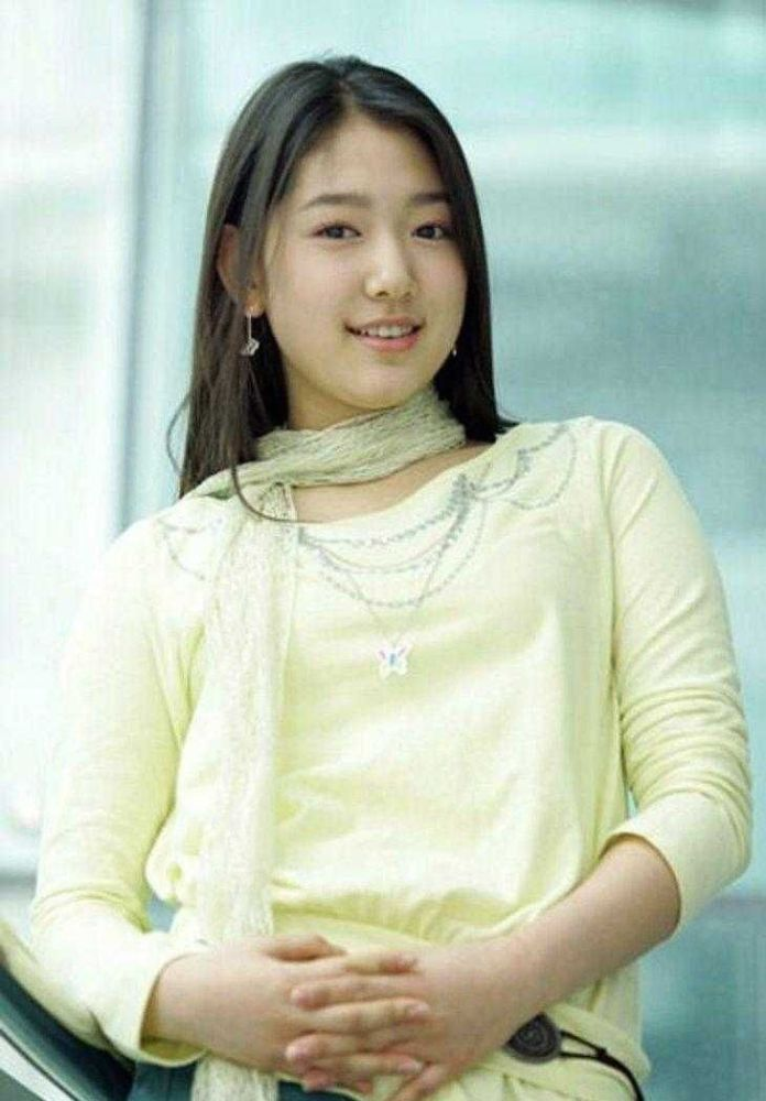 Park Shin-hye Sexiest Pictures (41 Photos)