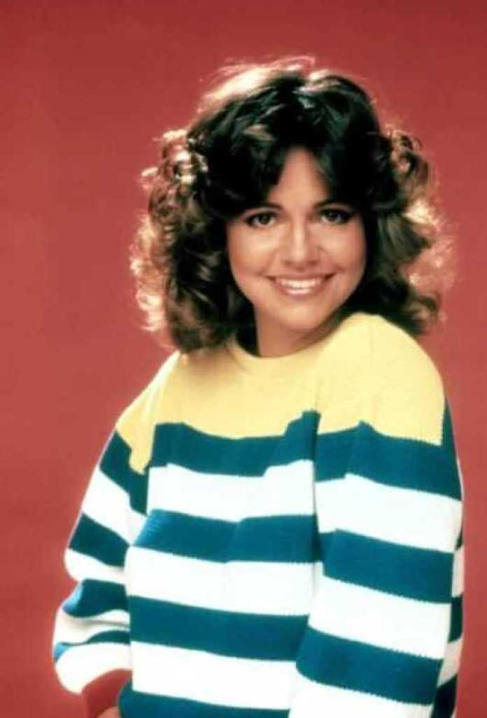 Sally Field Sexiest Pictures (41 Photos)