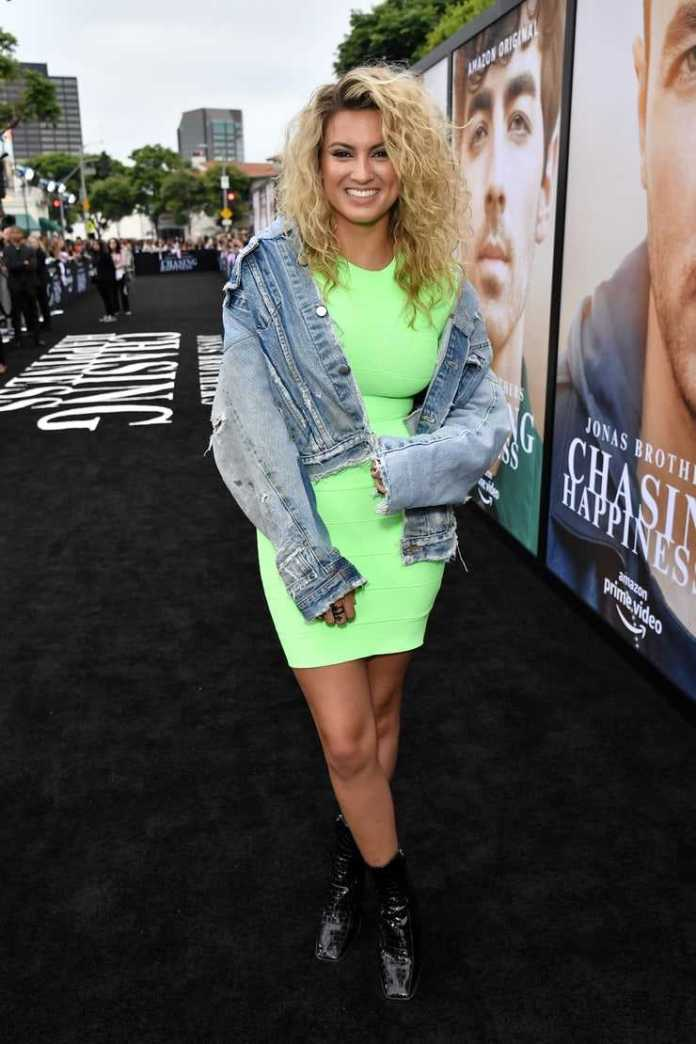 Tori Kelly Sexiest Pictures (39 Photos)