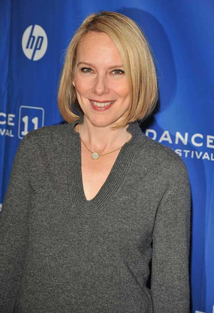Amy Ryan Sexiest Pictures (41 Photos)