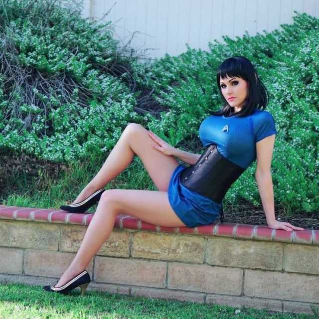 Angie Griffin Hottest Pictures (39 Photos)