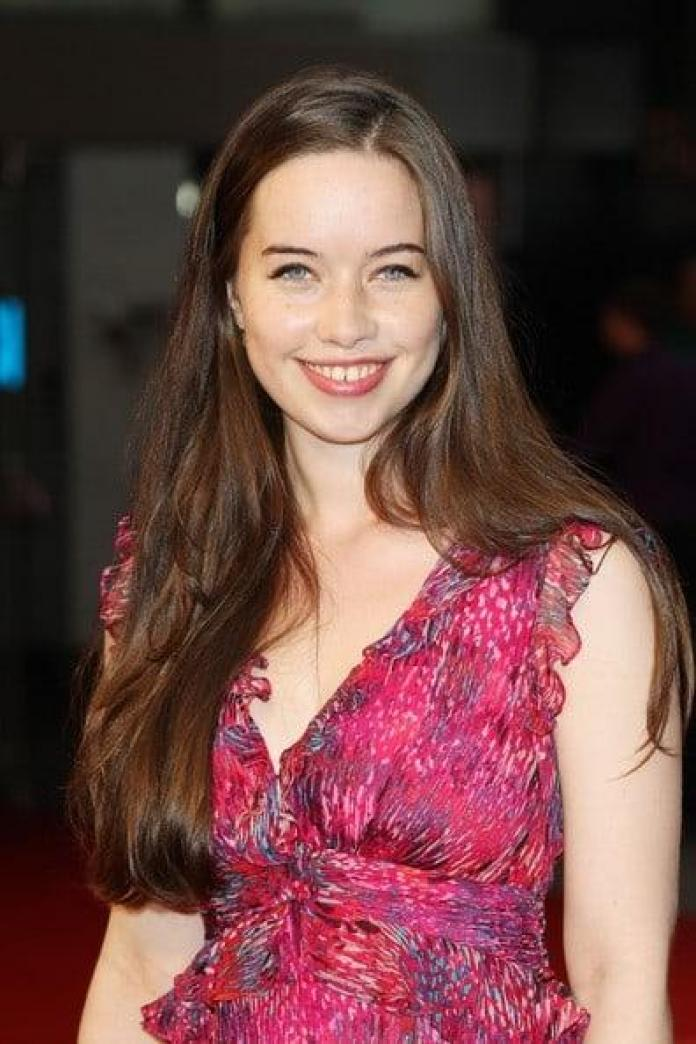 Anna Popplewell Hottest Pictures (41 Photos)