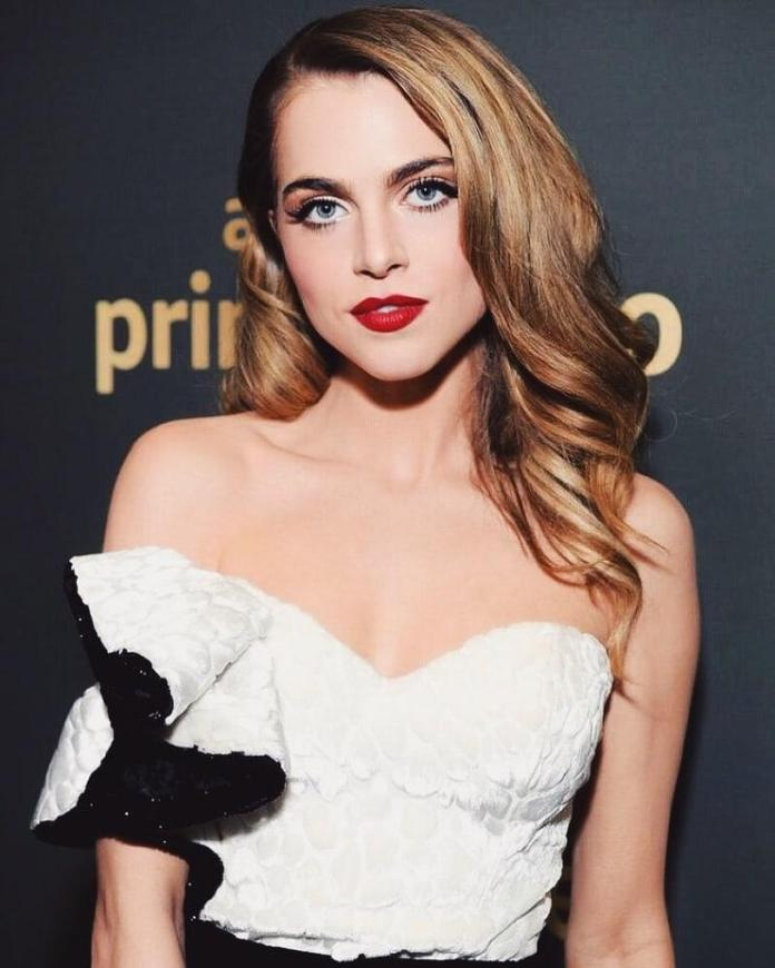 Anne Winters Sexiest Pictures (41 Photos)