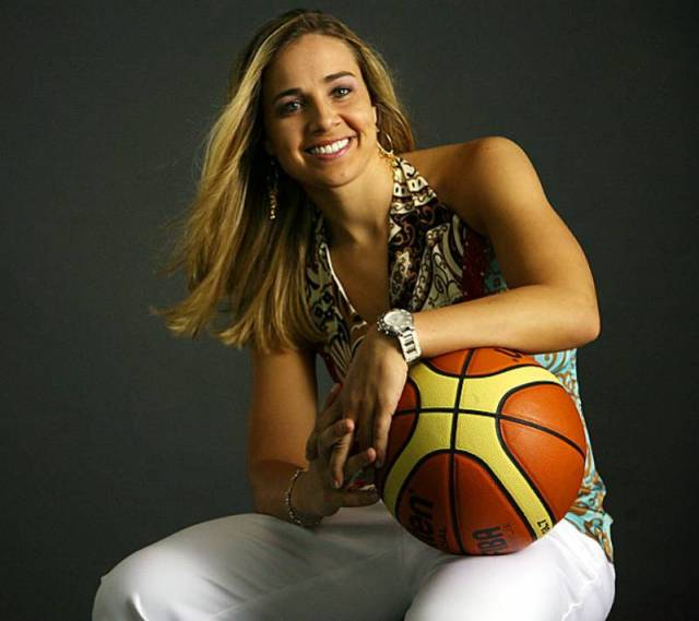 Becky Hammon Sexiest Pictures (30 Photos)