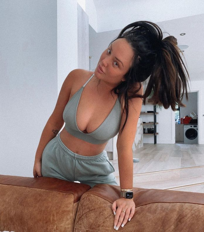 Charlotte Crosby Hottest Pictures (40 Photos)