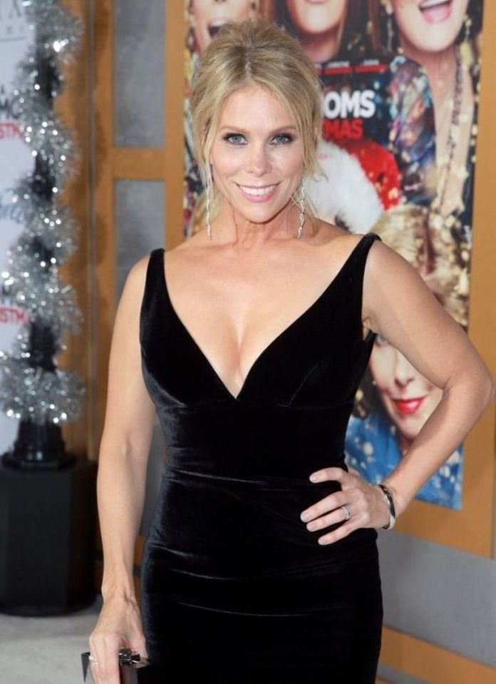 Cheryl Hines Hottest Pictures (41 Photos)