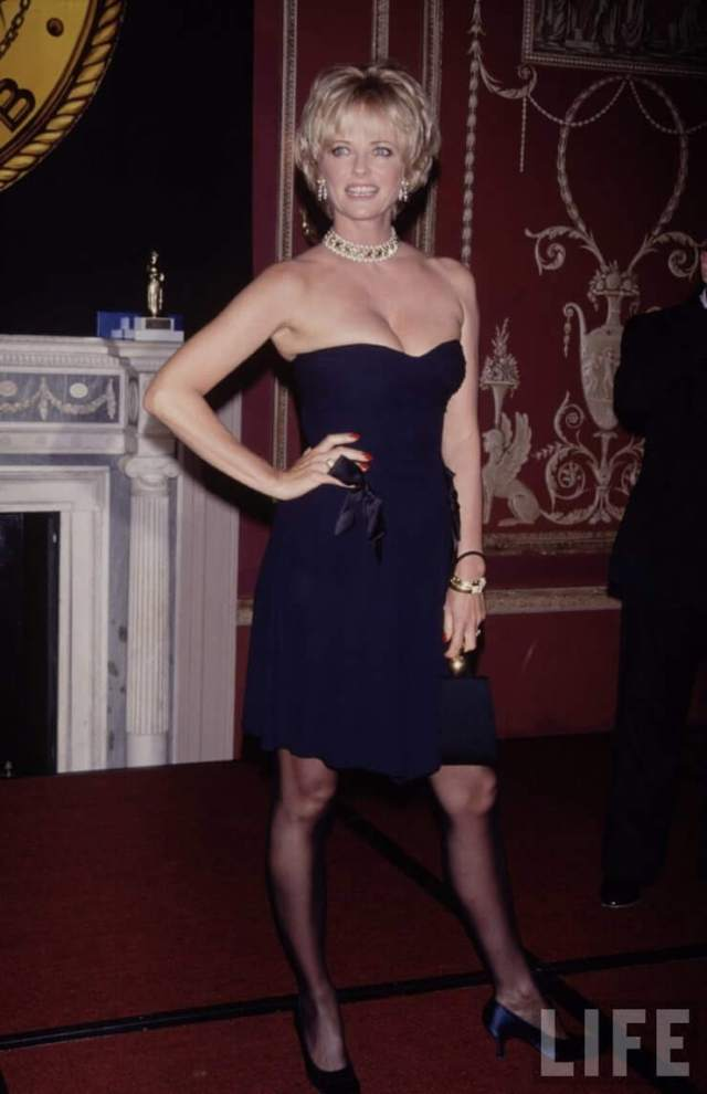 Cheryl Tiegs Hottest Pictures (40 Photos)