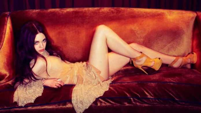 India Eisley Hottest Pictures (41 Photos)
