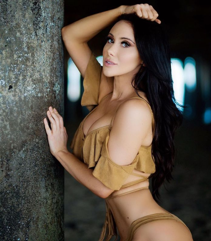 Jenn Sterger Hottest Pictures (40 Photos)