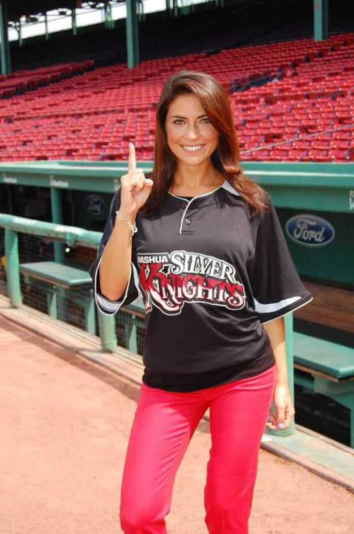 Jenny Dell Sexiest Pictures (39 Photos)