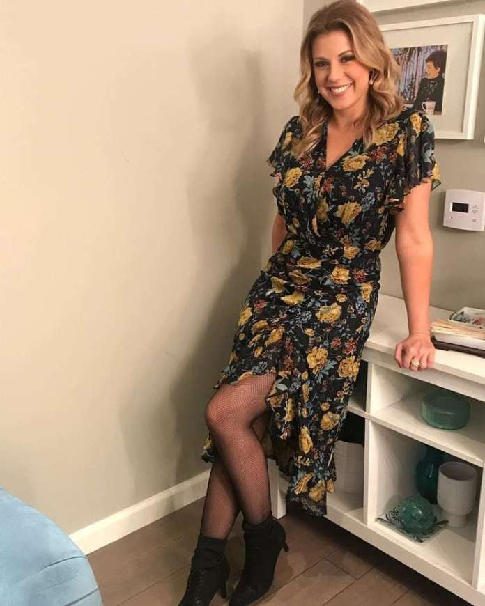 Jodie Sweetin Sexiest Pictures (41 Photos)