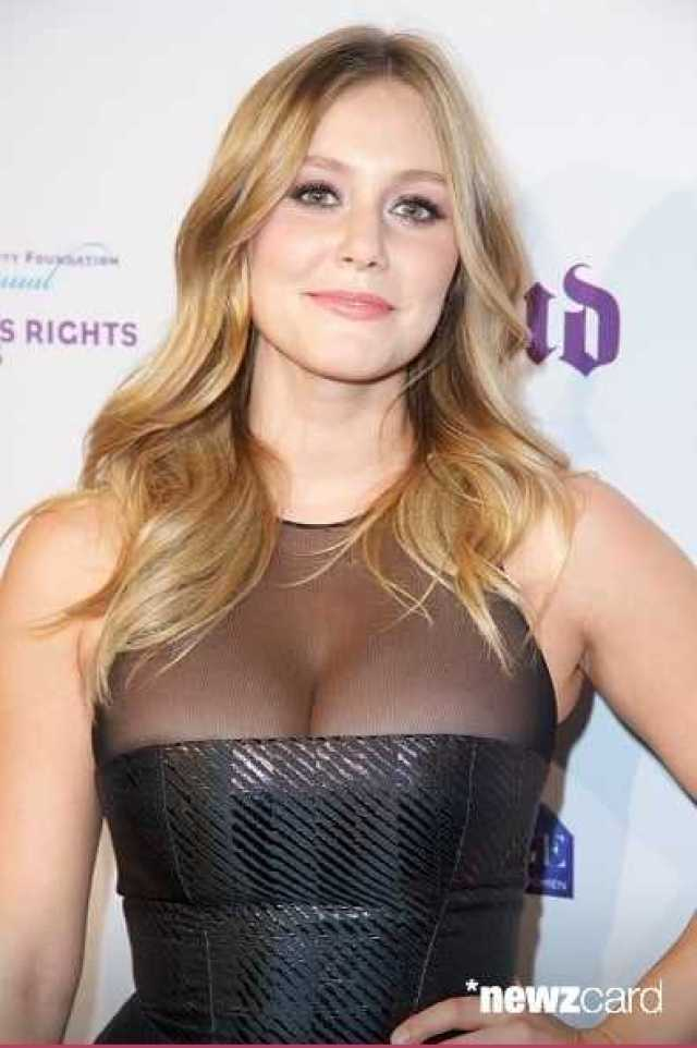 Julianna Guill Hottest Pictures (40 Photos)