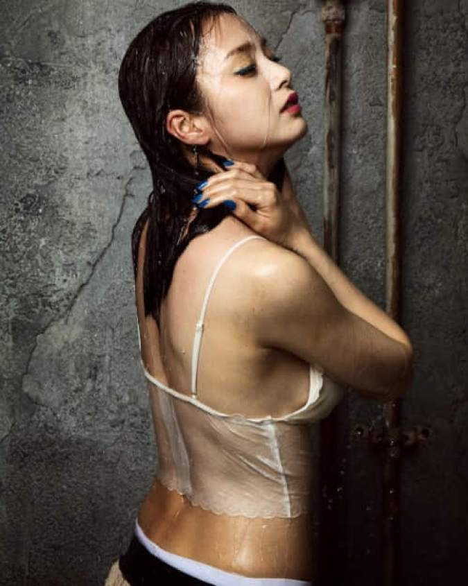 Kim Tae-hee Sexiest Pictures (39 Photos)