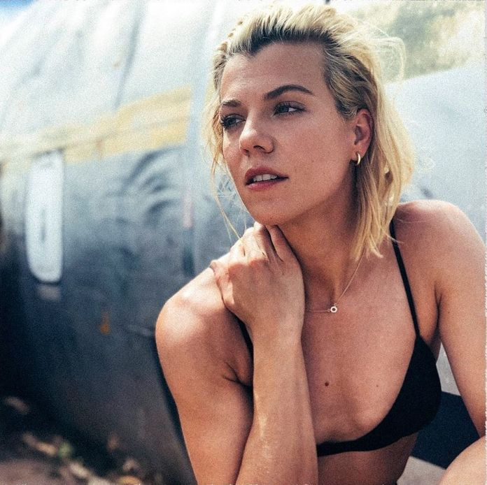 Kimberly Perry Sexiest Pictures (39 Photos)