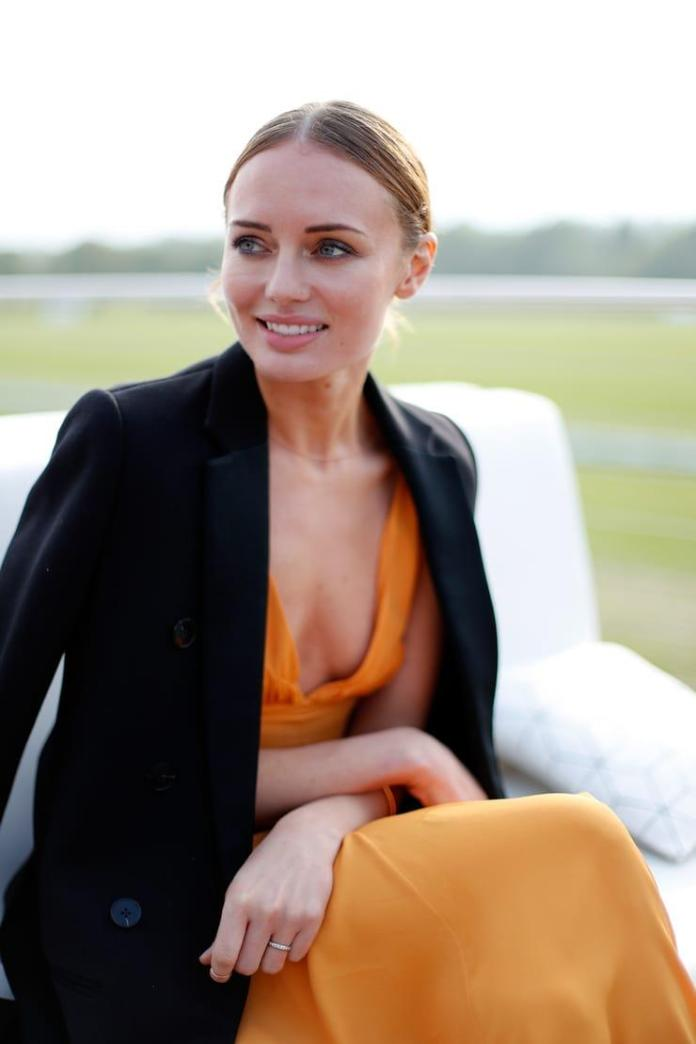 Laura Haddock Sexiest Pictures (41 Photos)