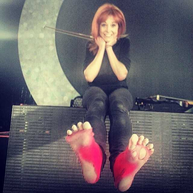 Lindsey Stirling Hottest Pictures (39 Photos)