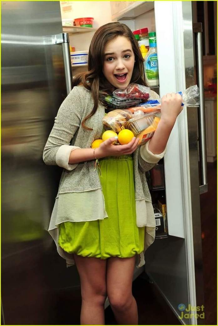 Mary Mouser Hottest Pictures (41 Photos)