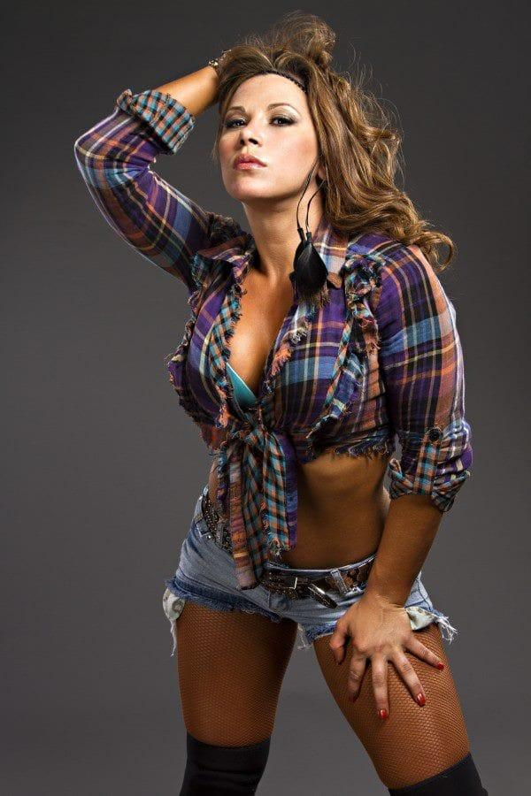 Mickie James Hottest Pictures (41 Photos)