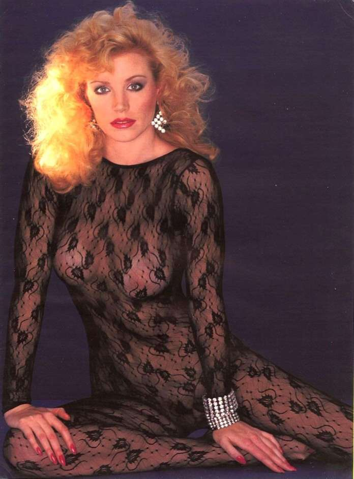 Shannon Tweed Sexiest Pictures (36 Photos)