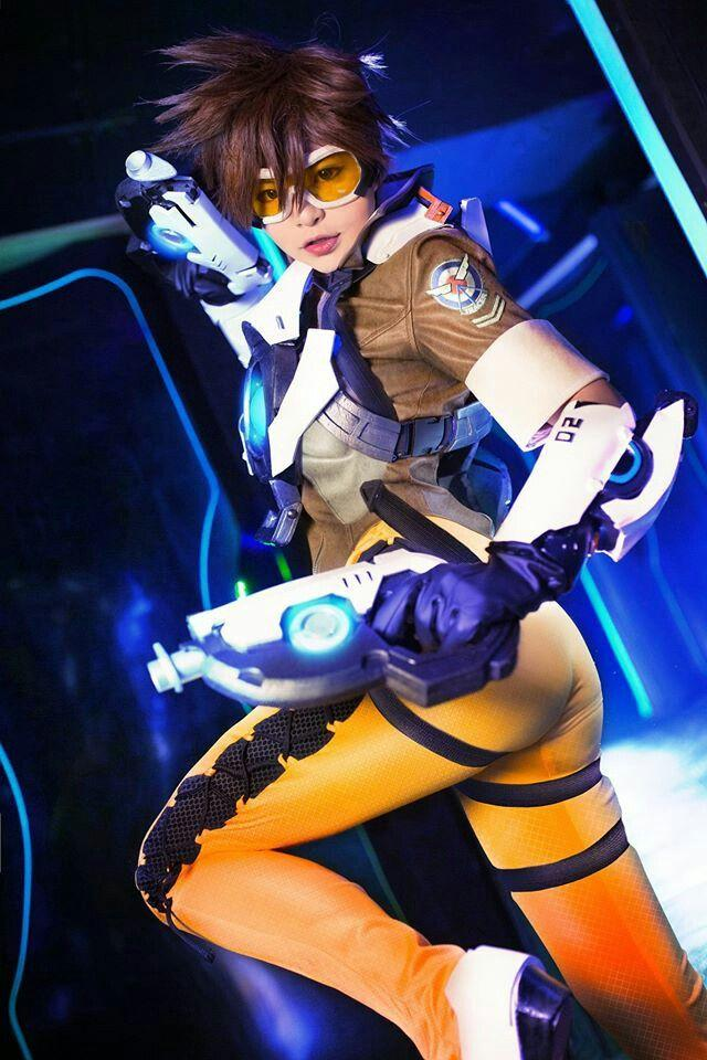 Tracer Sexiest Pictures (41 Photos)