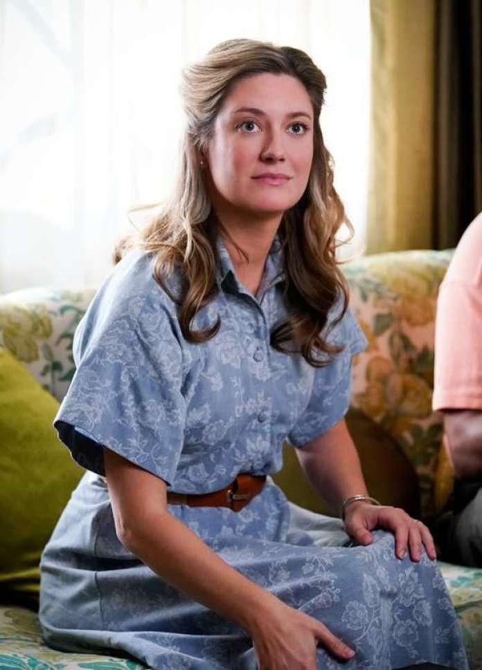 Zoe Perry Sexiest Pictures (41 Photos)