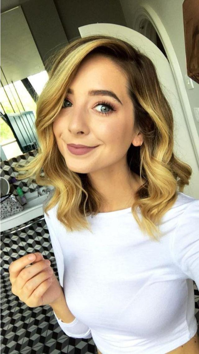 Zoe Sugg Sexiest Pictures (40 Photos)