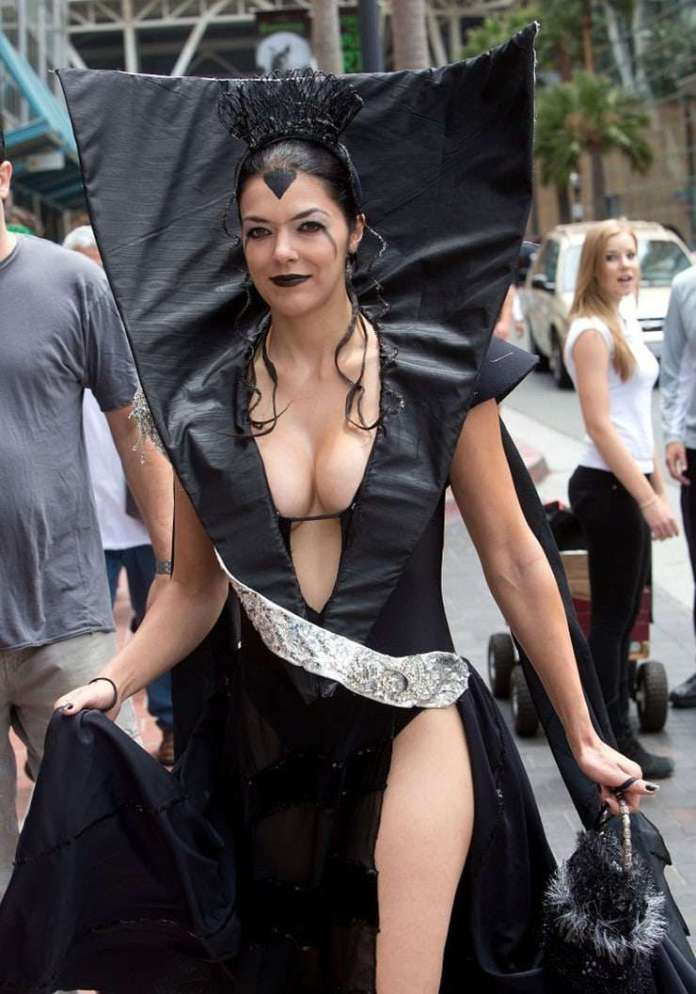 Adrianne Curry Hottest Pictures (41 Photos)