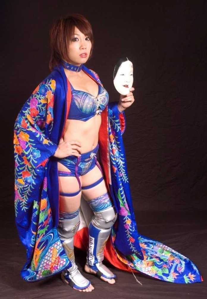 Asuka Sexiest Pictures (41 Photos)