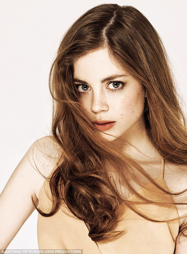 Charlotte Hope Hottest Pictures (40 Photos)