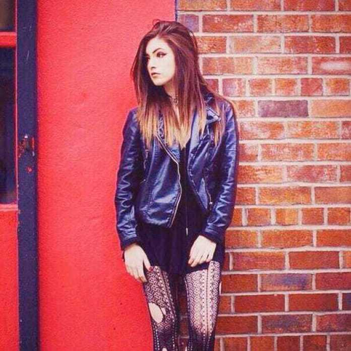 Chrissy Costanza Hottest Pictures (40 Photos)