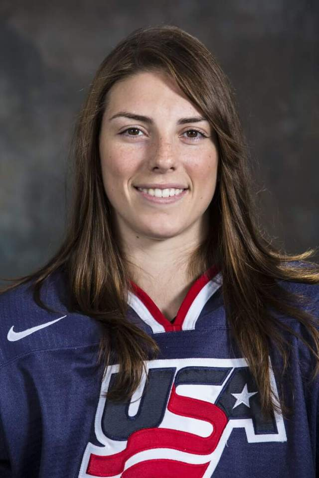 Hilary Knight Sexiest Pictures (40 Photos)