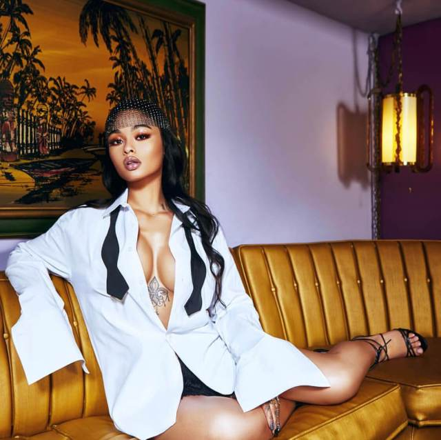 India Love Sexiest Pictures (41 Photos)