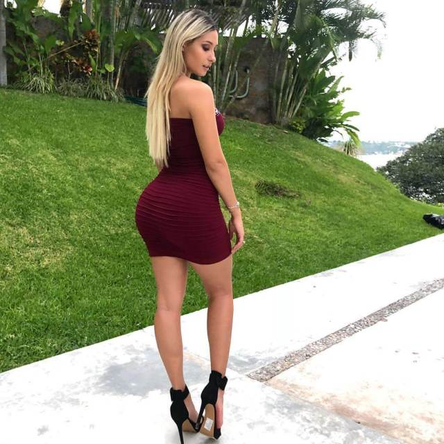Issa Vegas Hottest Pictures (40 Photos)