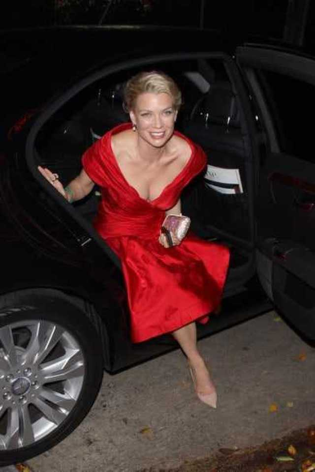 Laurie Holden Sexiest Pictures (40 Photos)