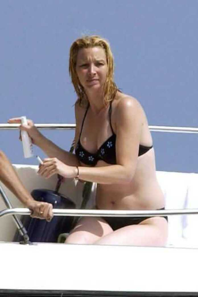 Lisa Kudrow Sexiest Pictures (41 Photos)