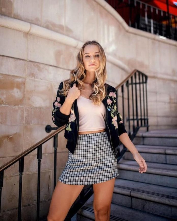 Madison Iseman Hottest Pictures (41 Photos)