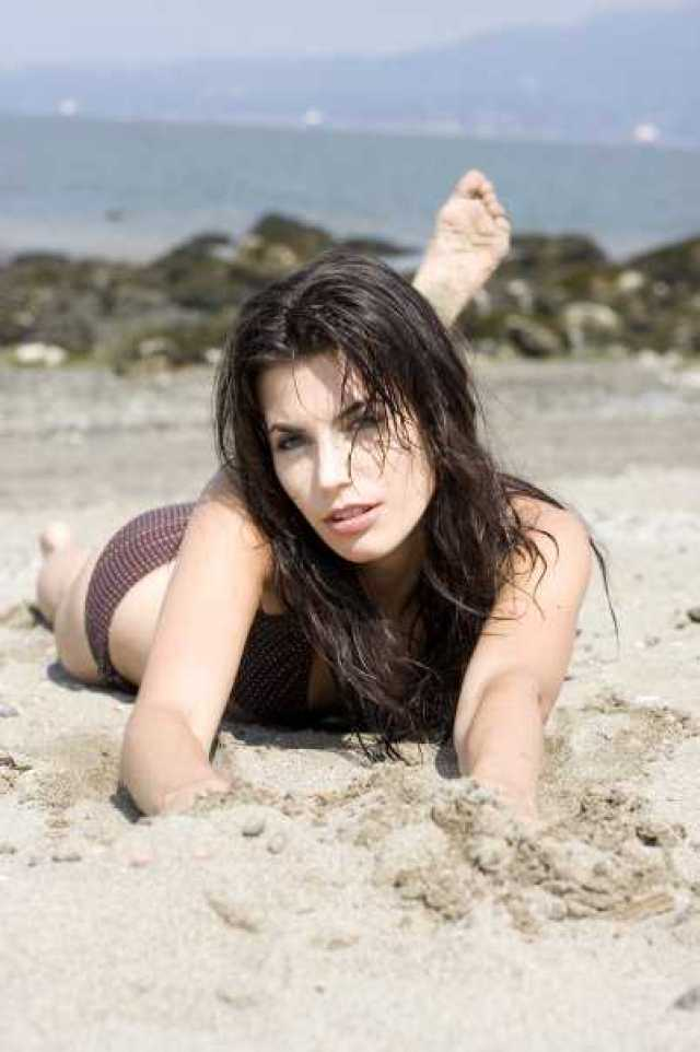 Meghan Ory Hottest Pictures (39 Photos)