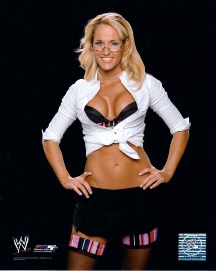 Michelle McCool Sexiest Pictures (39 Photos)