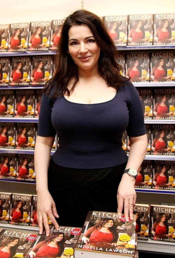 Nigella Lawson Sexiest Pictures (41 Photos)