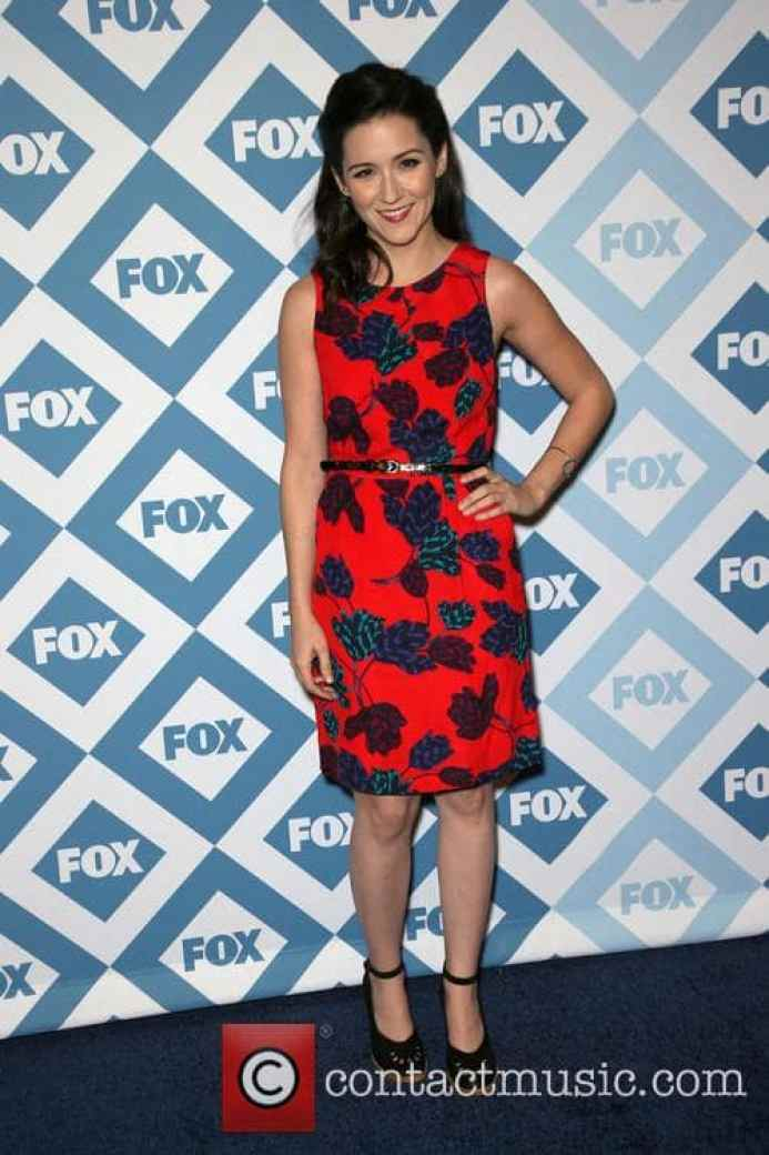 Shannon Woodward Sexiest Pictures (40 Photos)