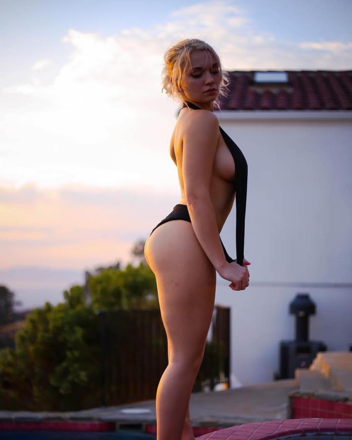 Zoie Burgher Sexiest Pictures (39 Photos)