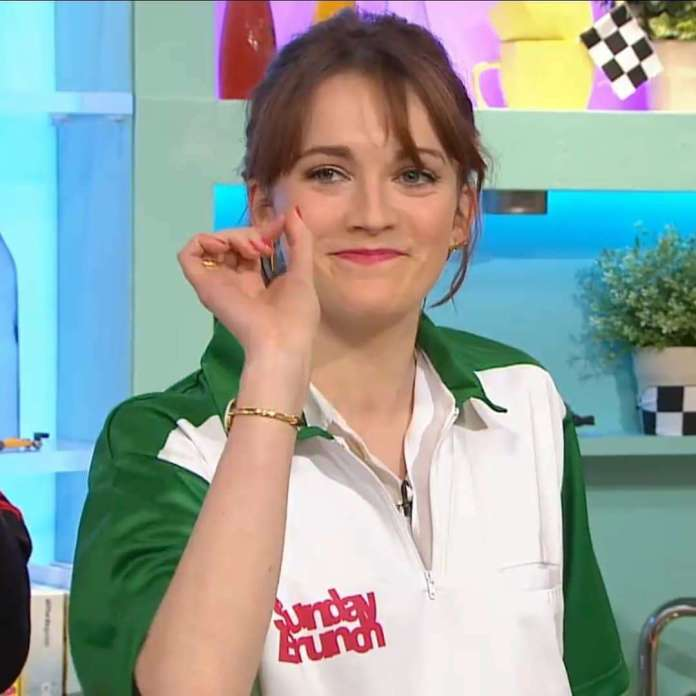Charlotte Ritchie Hottest Pictures (39 Photos)