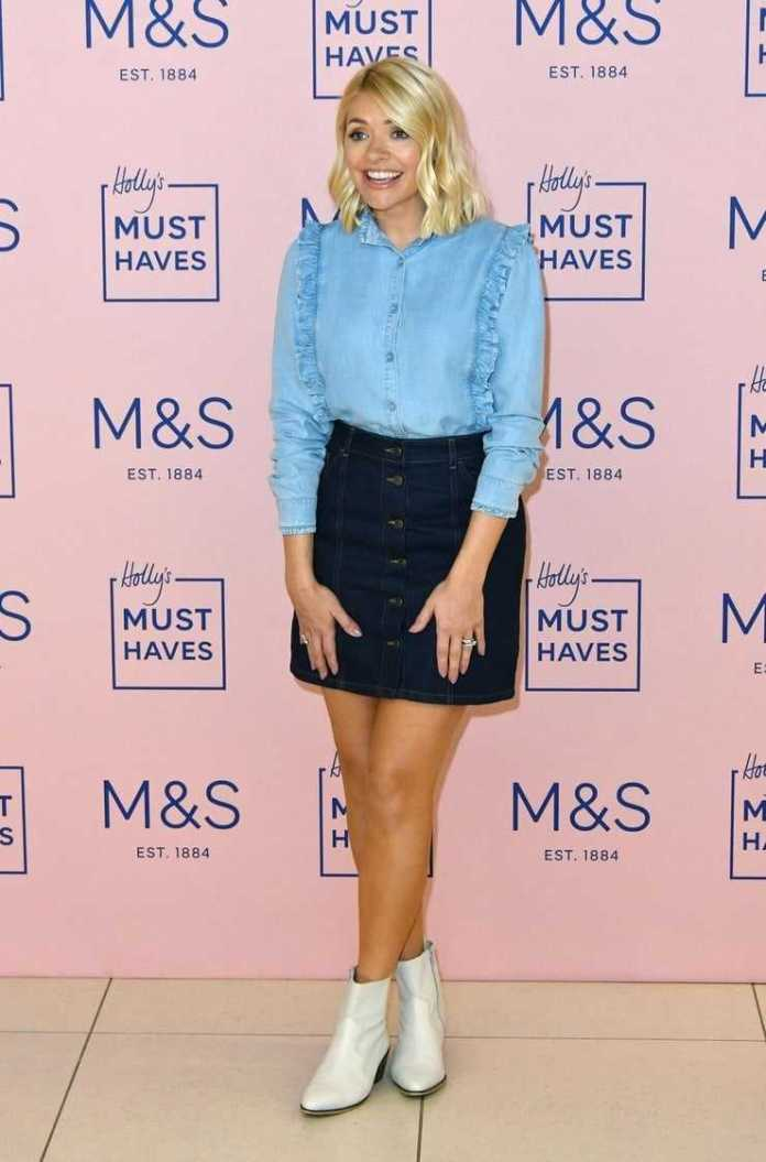 Holly Willoughby Sexiest Pictures (41 Photos)