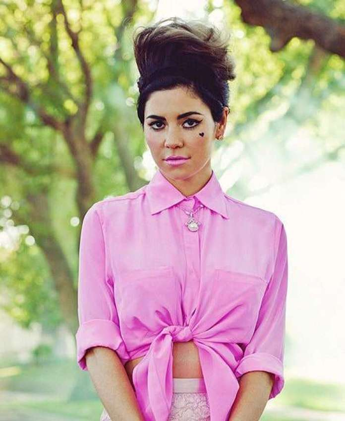 Marina and the Diamonds Hottest Pictures (39 Photos)