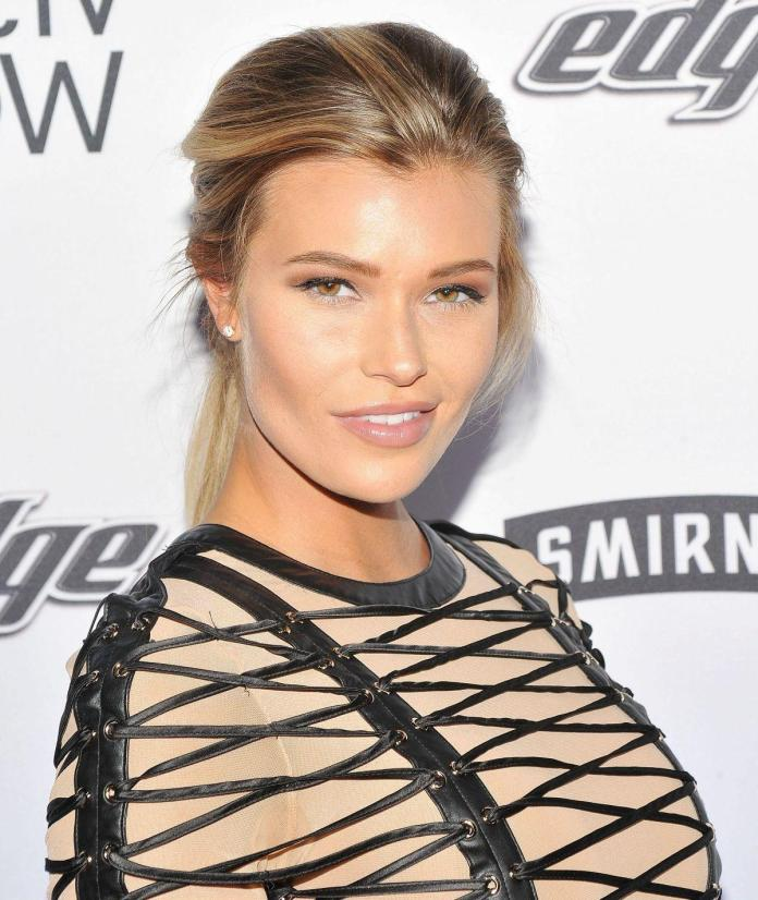 Samantha Hoopes Hottest Pictures (39 Photos)