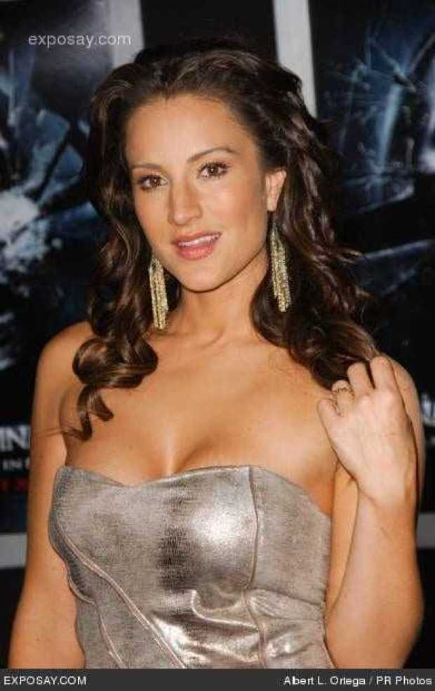 America Olivo Sexiest Pictures (41 Photos)