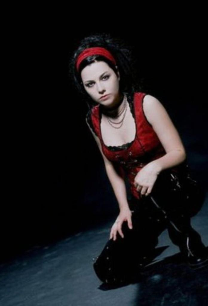 Amy Lee Sexiest Pictures (41 Photos)