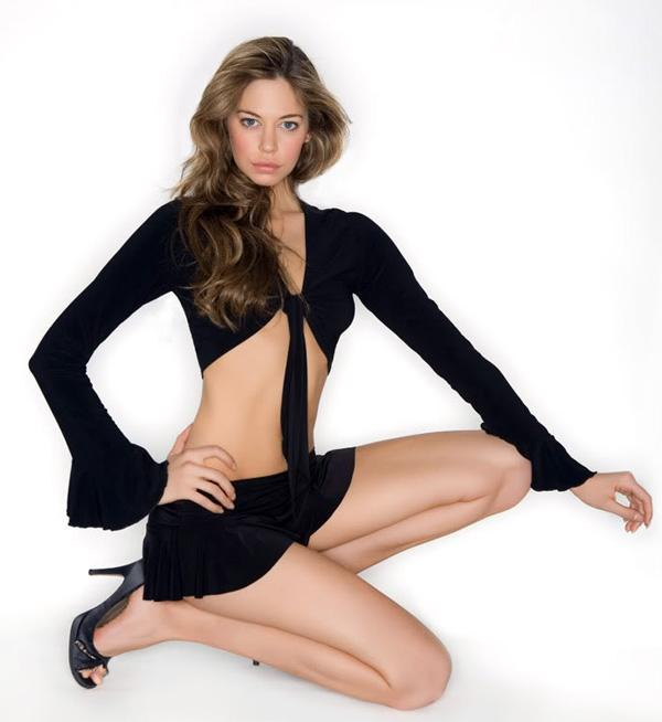 Analeigh Tipton Hottest Pictures (41 Photos)
